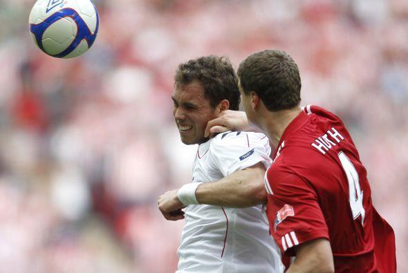 Pero quien sí lo llevó a la práctica fue Johan Elmander del Stoke City,...