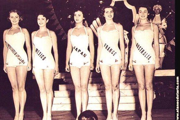 "Quedó como  tercera finalista en ""Miss Universo 1953""."