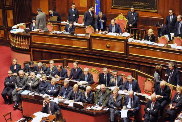 El Senado ratificó un nuevo plan, que contempla recortes por 20 mil mill...