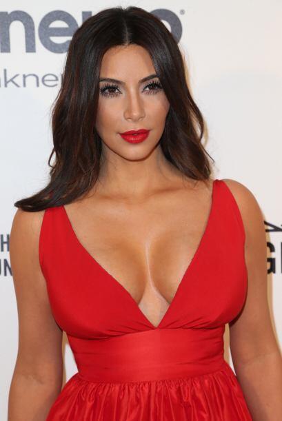 """Kim Kardashian: """"@TeamKardashians OMG your background is FIRE!!!! I want..."""