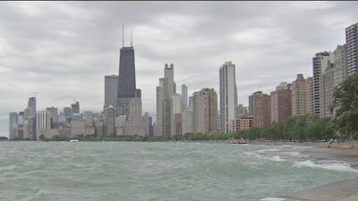 Un hombre muere luego de ser arrastrado por una ola del Lago Michigan