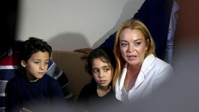 Lindsay Lohan reaparece tras casi perder un dedo