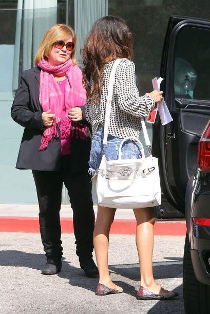 Y por si se quedaron con ganas de más Selena, aquí les va una extra.Mira...