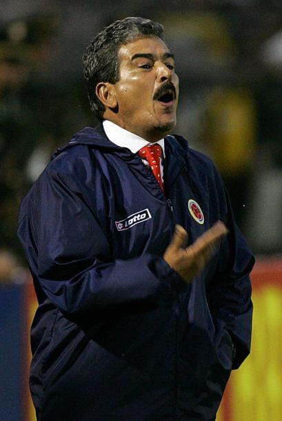 En 2007 tomó a la selección de Colombia para la eliminatoria sudamerican...