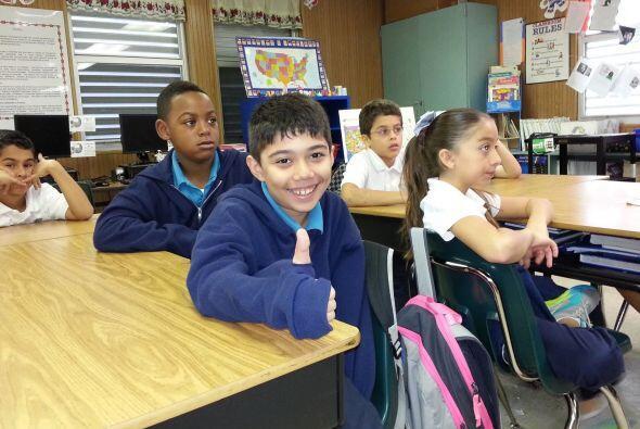 Los niños atentos a lo que decía Natalia Cruz.