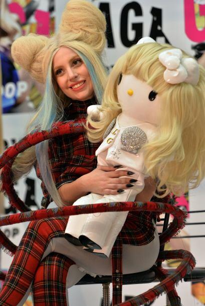 Por su parte, la intérprete dijo estar muy honrada con estas muñecas que...