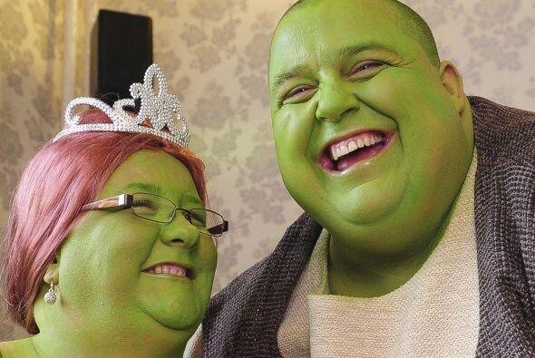 Ellos decidieron tener una boda verde de cuento de hadas pero no de pr&i...