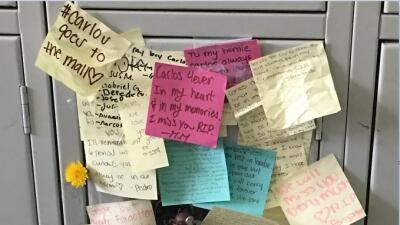 Casillero de Carlos Jovel lleno de mensajes de sus compañeros.