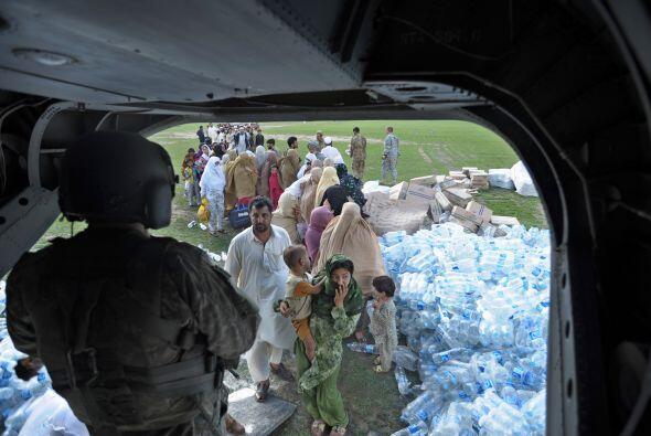 La tragedia supera la capcidad de ayuda a la damnificados que urgen apoy...