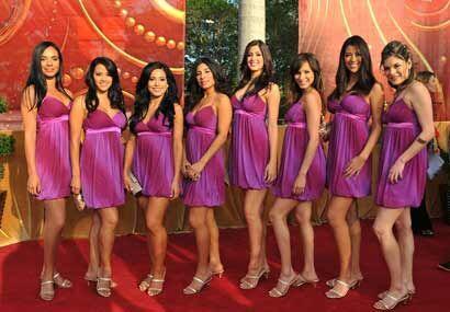 Las chicas de Nuestra Belleza Latina arribaron ataviadas de un micro ves...