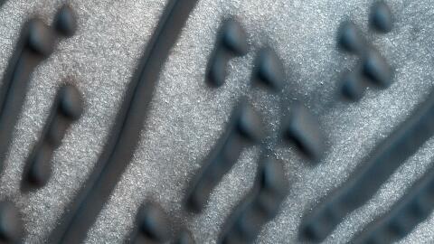 Imagen de las dunas oscuras de marte captada por la cámara HiRISE