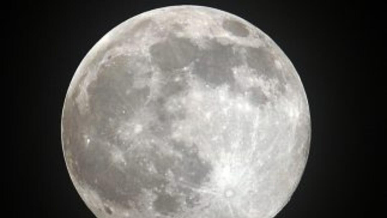 La última serie de análisis de restos y polvo muestra que el suelo lunar...