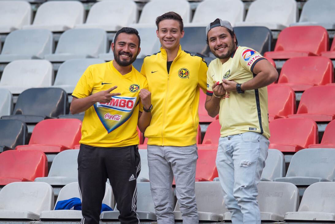 Fanáticos del América contra Tauro en la Liga de Campeones de Concacaf 2...