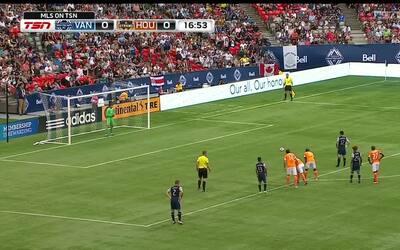 Fredy Montero consigue el 1-0 para Vancouver,  desde el punto penal