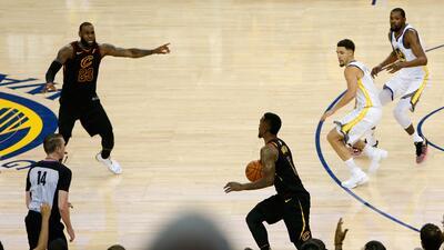 La NBA subasta jersey de JR Smith que vistió en el infame Juego 1 de las Finales