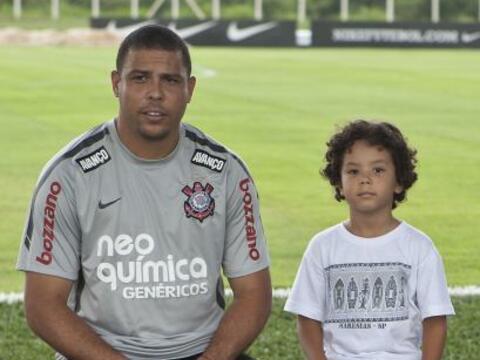 Ronaldo llevó a su hijo Alex al entrenamiento del Corinthians en...