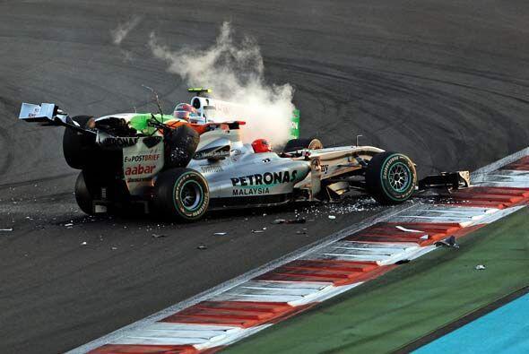 Schumacher y Luzzi terminaron así la temporada de Fórmula 1 2010.