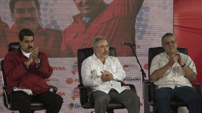 Nicolás Maduro junto a Nelson Martínez, exministro de petr...