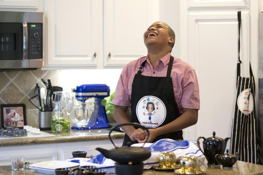 Niño autista transforma aversión a la comida en pasión por la cocina