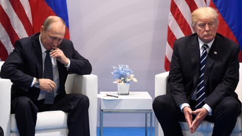 El presidente, Donald Trump, y su par ruso, Vladimir Putin, durante una...