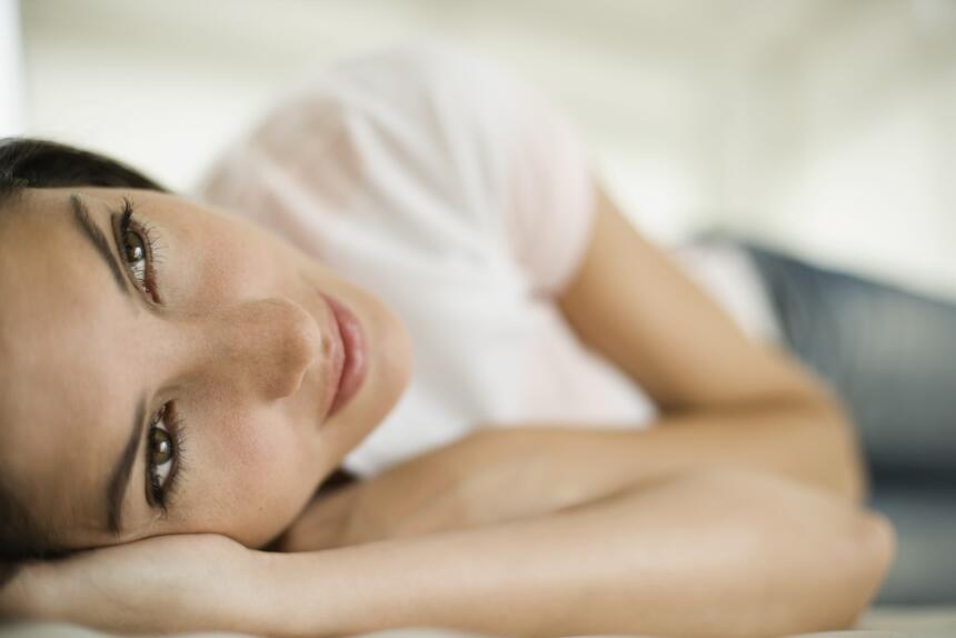 Dormir lo suficiente te ayudará a estar alerta y recuperar energía. Trat...