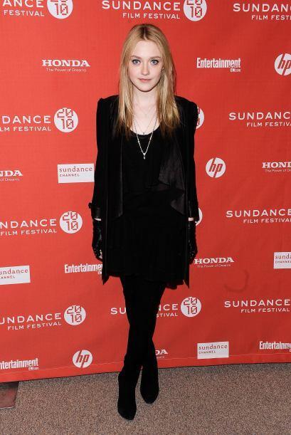 "En la película ""The Runaways"", Dakota hizo el papel de Cherie Currie, la..."