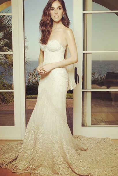 """¡Mira los detalles del bonito vestido! Ella lo llamó su """"dream wedding""""."""