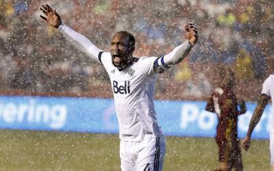 Kendall Waston Vancouver Whitecaps jugando bajo la nieve