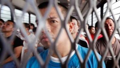 En Estados Unidos se arresta cada año a casi 400 mil inmigrantes que pue...