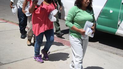 Juez da visto bueno a acuerdo que permitirá a familias separadas en la frontera una segunda oportunidad de asilo