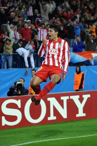 El 'Kun' Agüero entró como suplente e hizo dos goles para los 'colchoner...