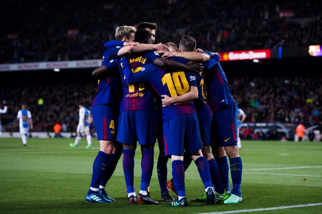 En fotos: Barcelona de récord con triplete de Messi gettyimages-94311992...