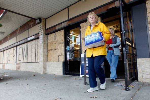 Long Beach y Ocean City se preparan para Sandy.
