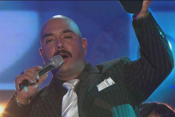 Y Lupillo Rivera se unió al Príncipe de la canción con una versión de ba...