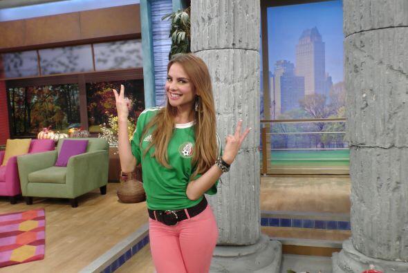 Ximena nos presumió su camiseta verde.