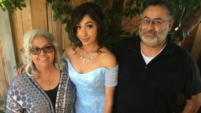 María Saldívar junto a su hija y su esposo, Héctor Saldívar.