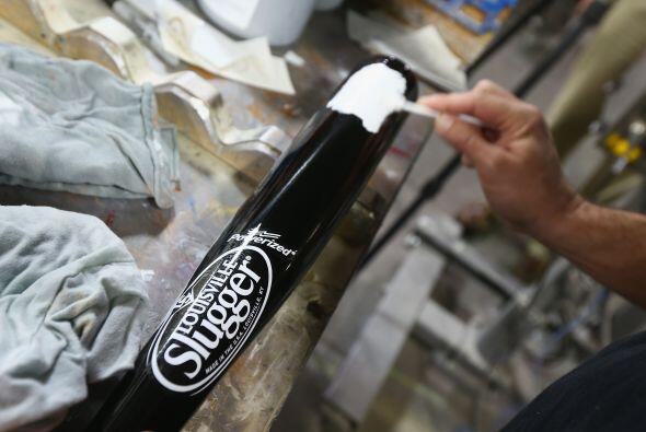 La empresa seguirá fabricando bates de madera en su factor&iacute...