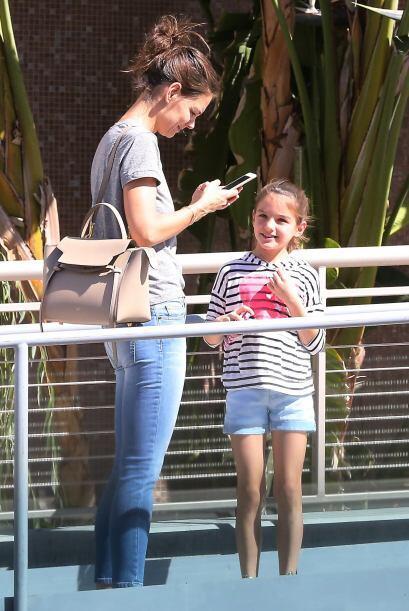 Katie iba bastante informal, con jeans y una simple camisetita.