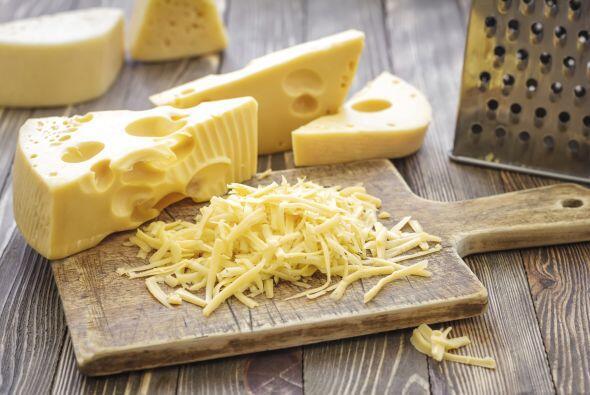 Agrega queso para quesadillas, y salsa verde o roja para darles tu toque...