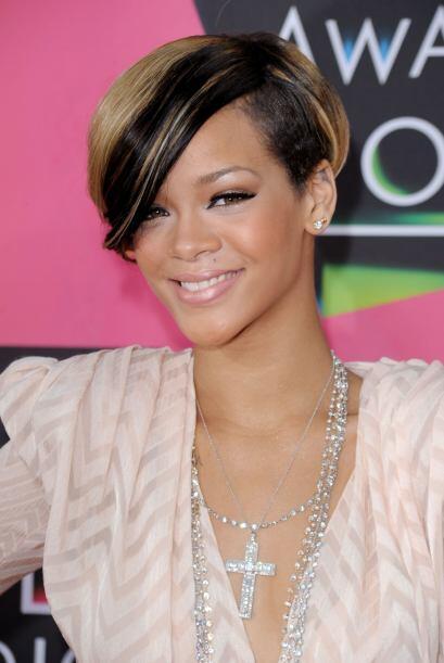 Para el 2010, la cantante estrenó romance con la estrella del beisbol Ma...