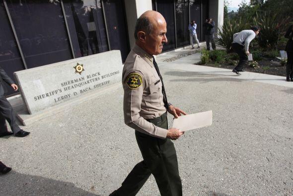 6- En 2007 El Sheriff Baca dejó libre a Paris Hilton tras sus pri...