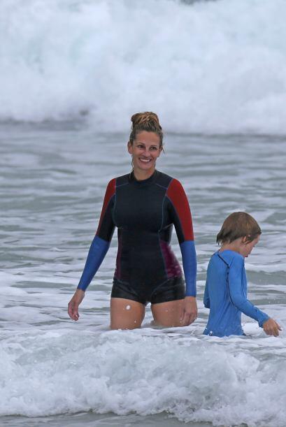 Roberts tuvo un día familiar en la playa, en compañía de sus hijos en Ha...