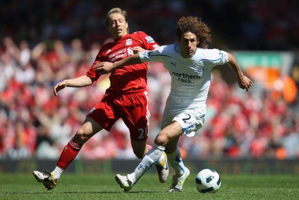 En un duelo disputado antes, el Liverpool recibió al Newcastle.