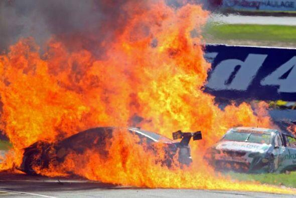 El piloto Karl Reindler tuvo que ser hospitalizado tras lograr salir por...