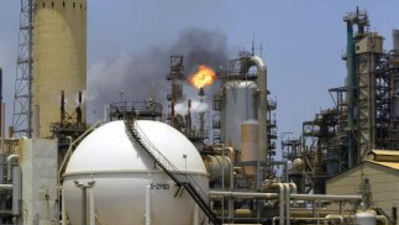 La refinería Amuay conforma junto a Cardón y Bajo Grande el complejo ref...