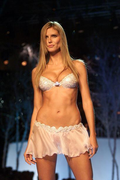 En 2001  fue la segunda vez que Heidi Klum adornó sus lindas bubis con e...