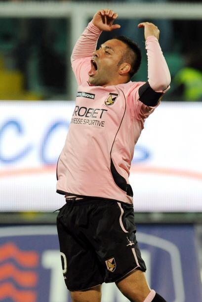 El capitán del Palermo, Fabrizio Miccoli, abrió el marcador.