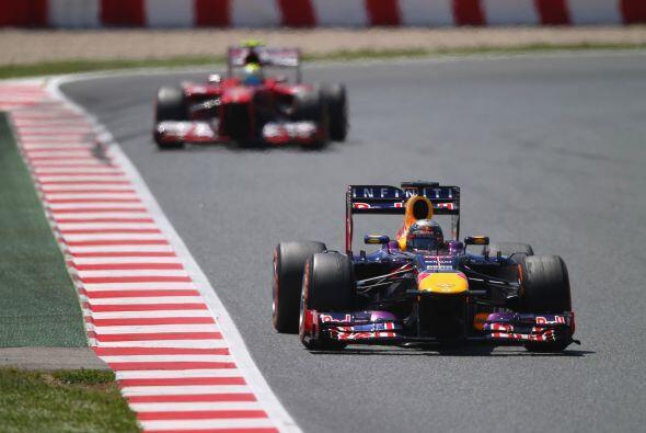 Vettel, a la estela de Alonso, iba perdiendo en cada vuelta décim...
