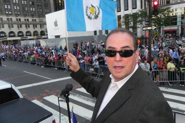 WADO 1280 en el desfile de la Hispanidad 871b88c0c09141a4b8d300e5acde084...