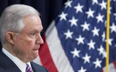 El fiscal general, Jeff Sessions, fue interrogado dentro de las investig...